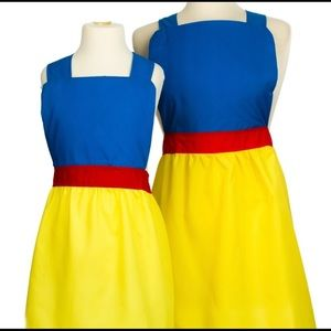 NWT Set of Two Aprons (Makes a great Gift!)